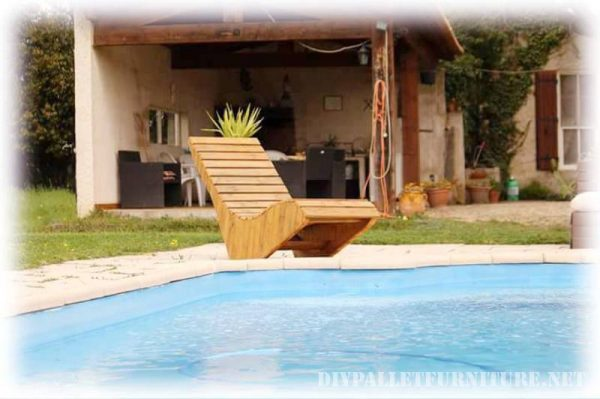 Pool deckchair made with pallet planks 2