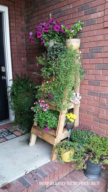 Stair to put plants made with pallets 1
