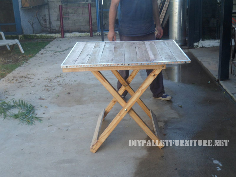 folding table with pallets 4
