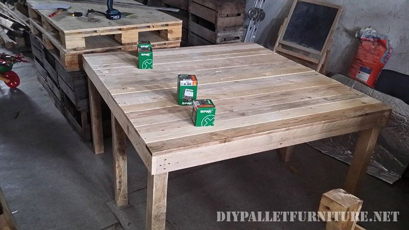 Extending table for the dining room with pallets 1