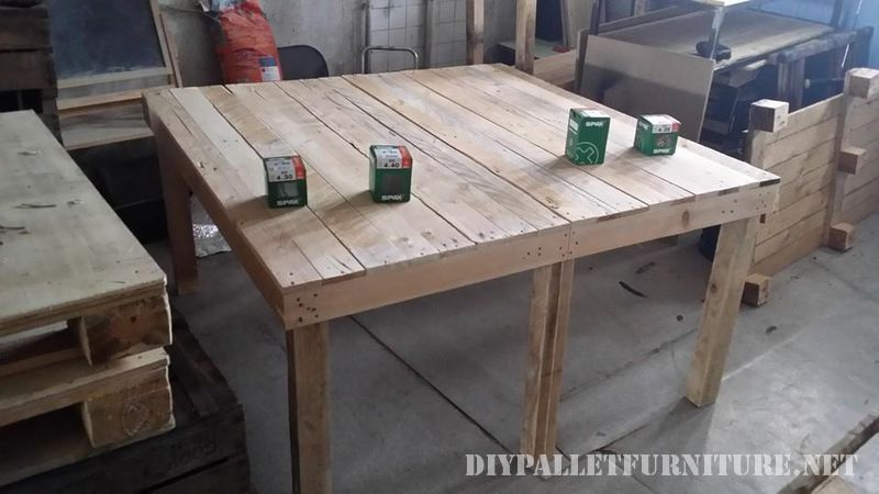 Extending table for the dining room with pallets 2