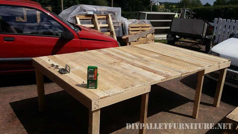 Extending table for the dining room with pallets 3