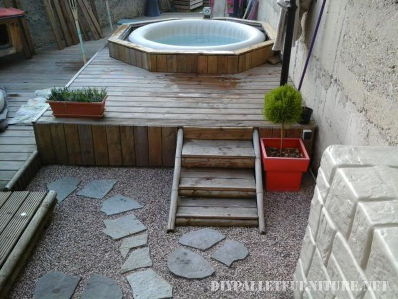 Jacuzzi and platform with pallets 1
