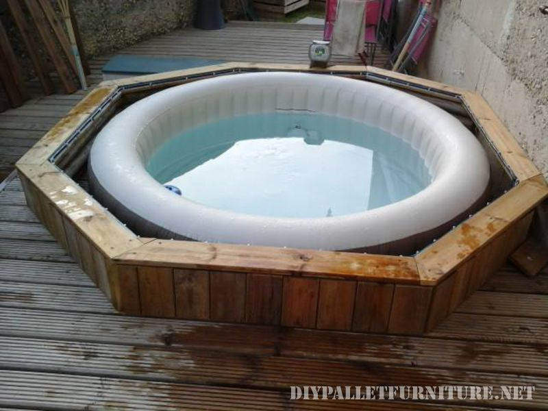 Jacuzzi and platform with pallets 2