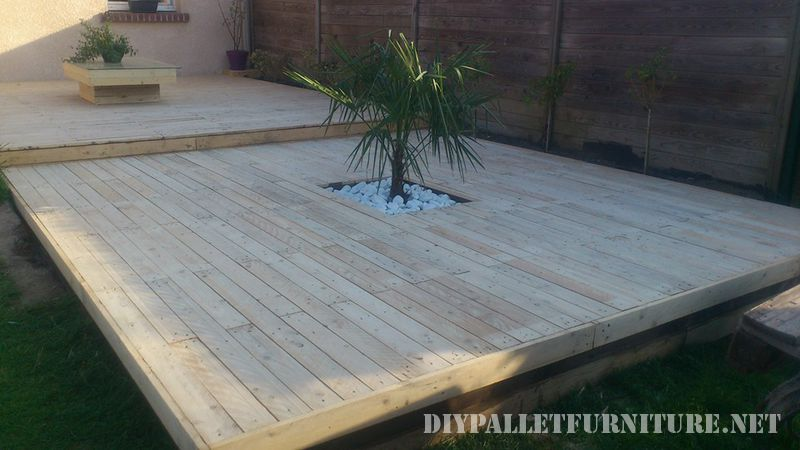 Outdoor platform with pallets 1