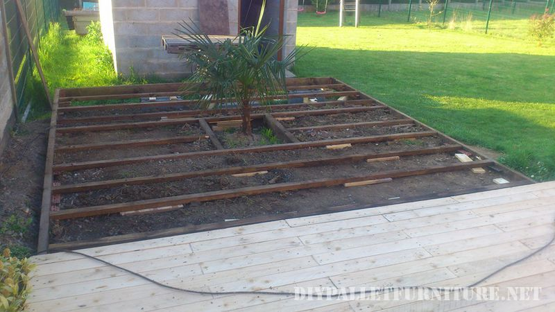 Outdoor platform with pallets 2
