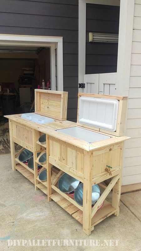 Outside bar & fridge with pallets 4