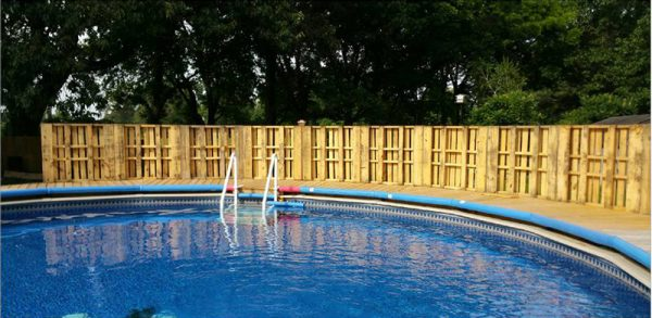 Pallet fencing for a pool 2