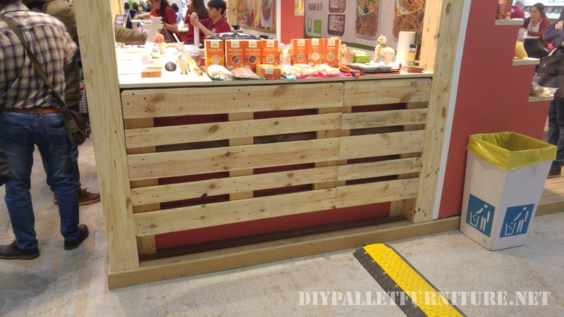 Stand at the fair Biocultura decorated with pallets 3