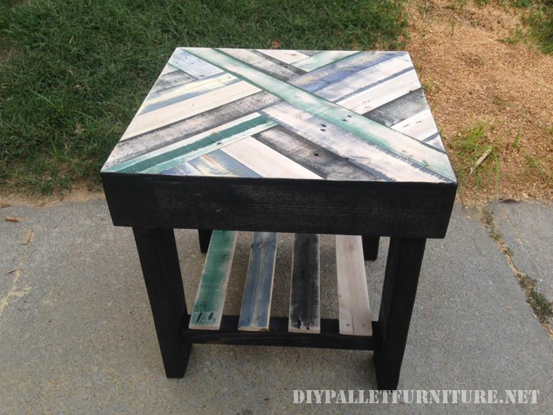 Tables with borders made of pallets 1