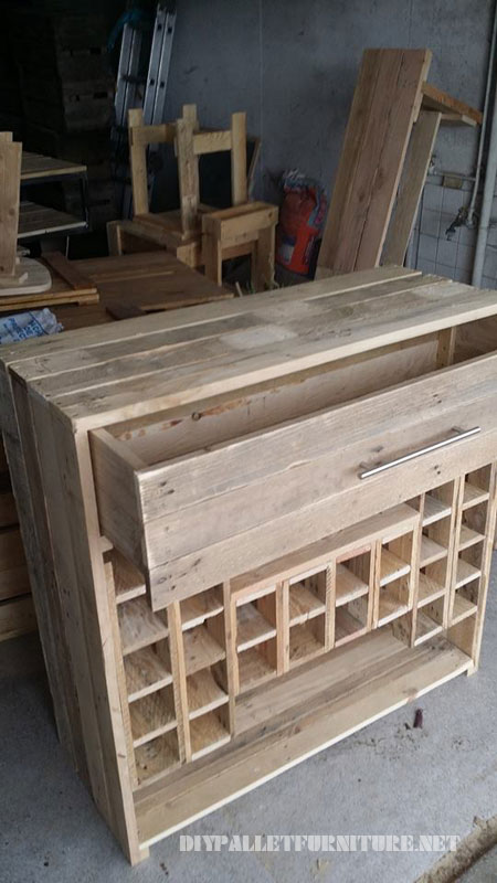 Wine rack and drawers with pallets 2