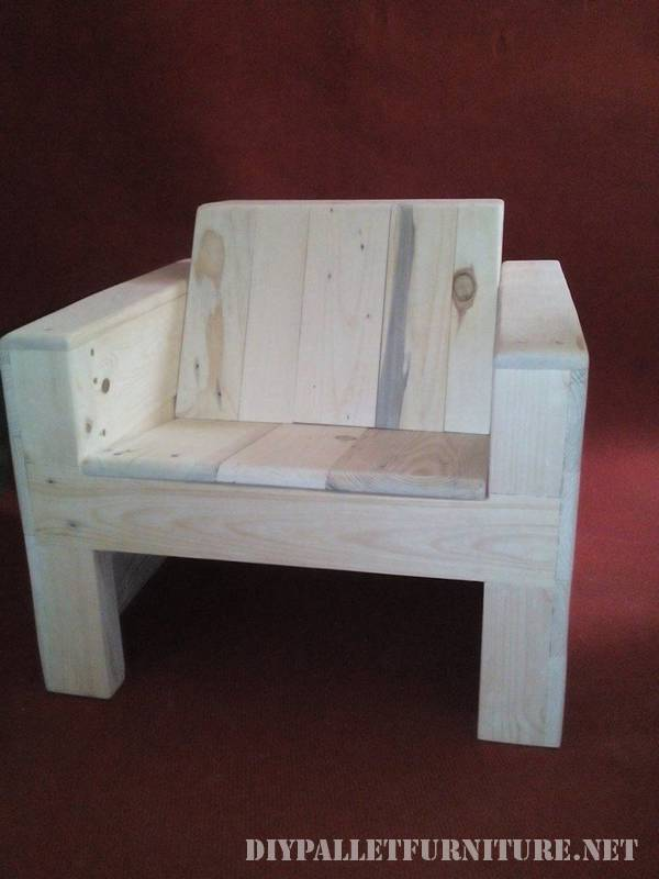 Armchair for children made of pallet planks 1