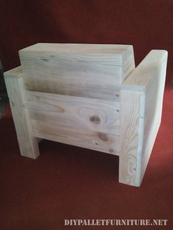 Armchair for children made of pallet planks 2