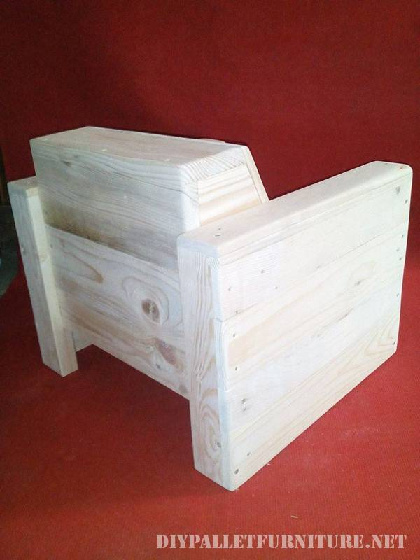 Armchair for children made of pallet planks 4