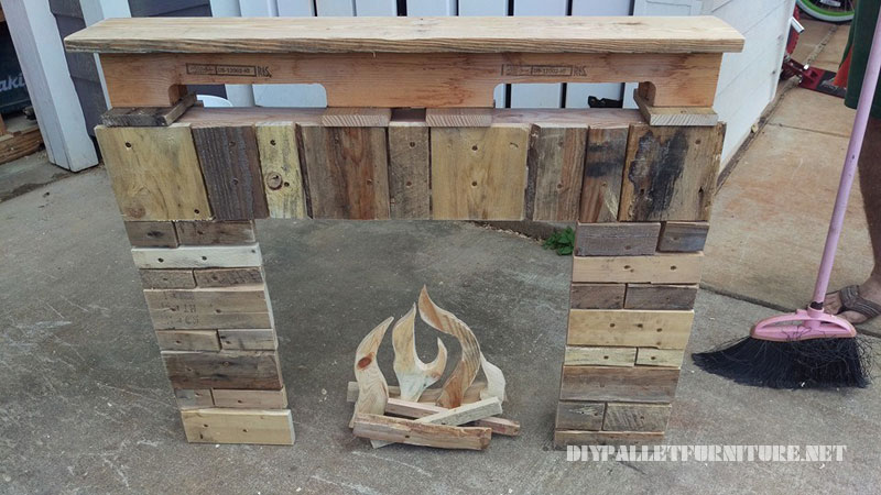 Christmas Fireplace with pallets 2