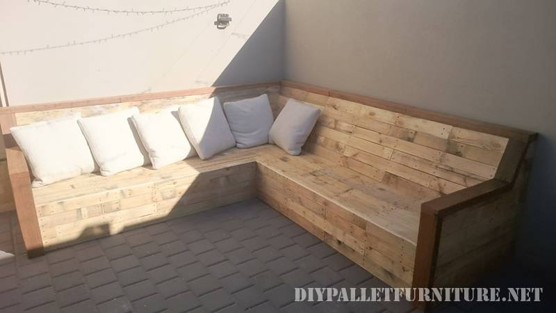 Corner sofa with pallet planks 1