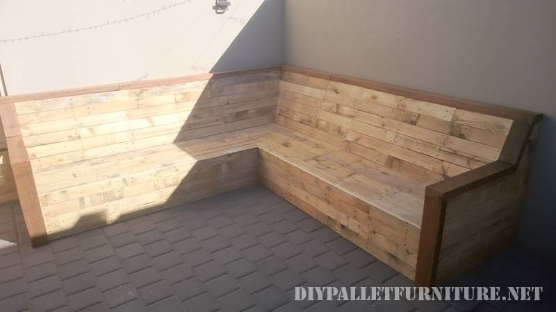 Corner sofa with pallet planks 2