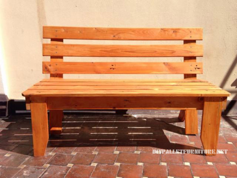 Garden bench with pallets 1