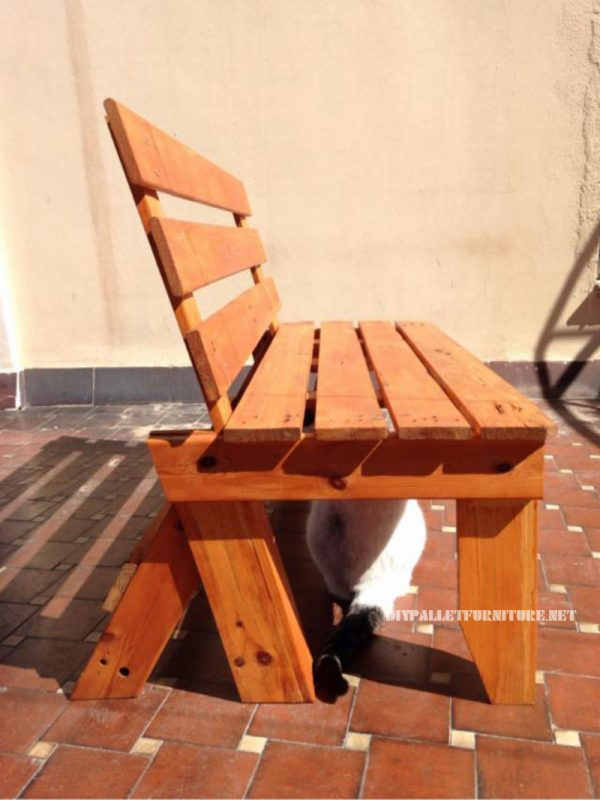 Garden bench with pallets 2