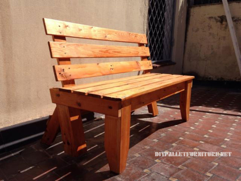 Garden bench with pallets 3