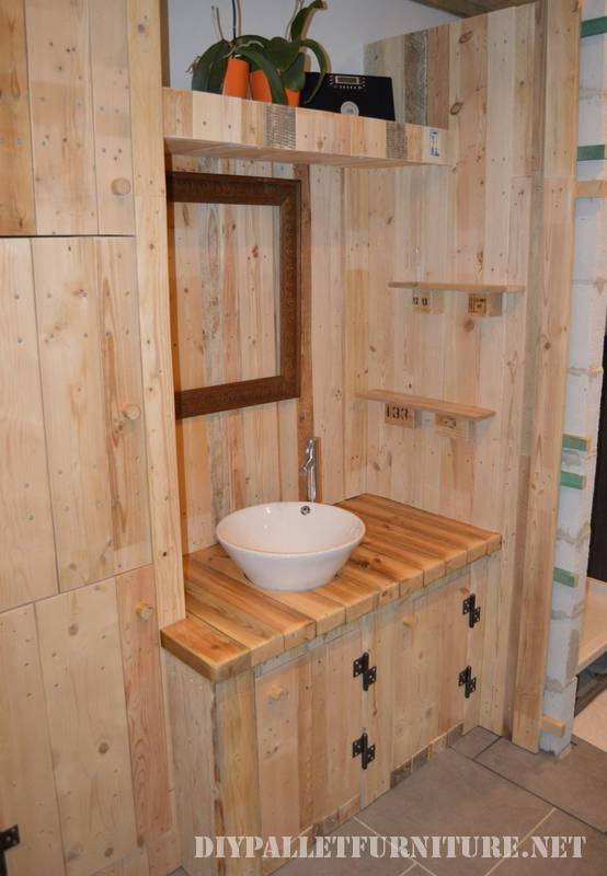 Great bathroom made with pallets 5
