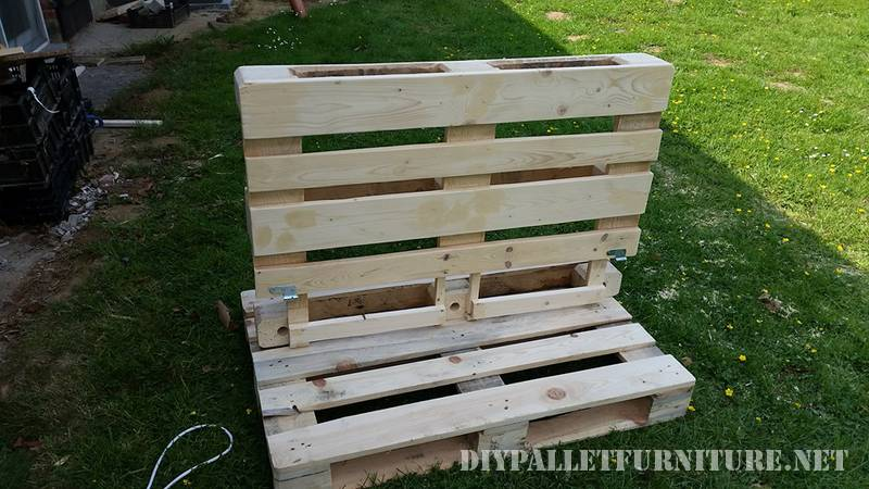 Outdoor folding armchair with pallets 1