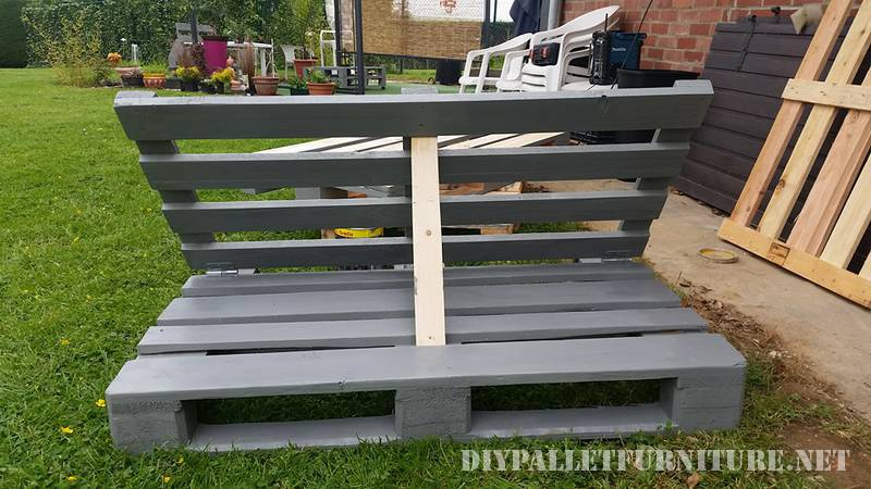 Outdoor folding armchair with pallets 2