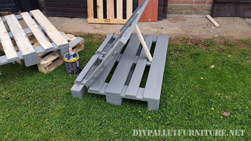 Outdoor folding armchair with pallets 3
