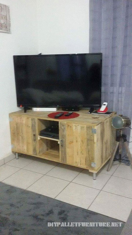 TV cabinet with pallets 1