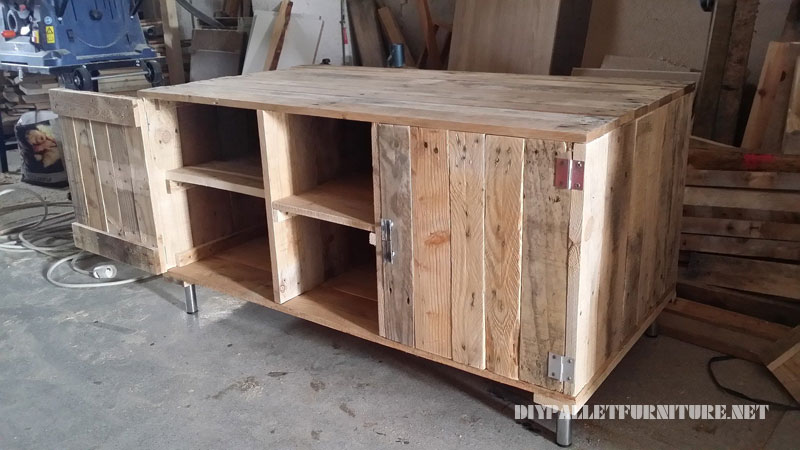 TV cabinet with pallets 2