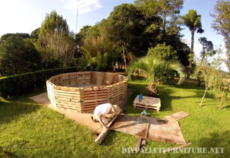 Video of how to build a pool with pallets 2