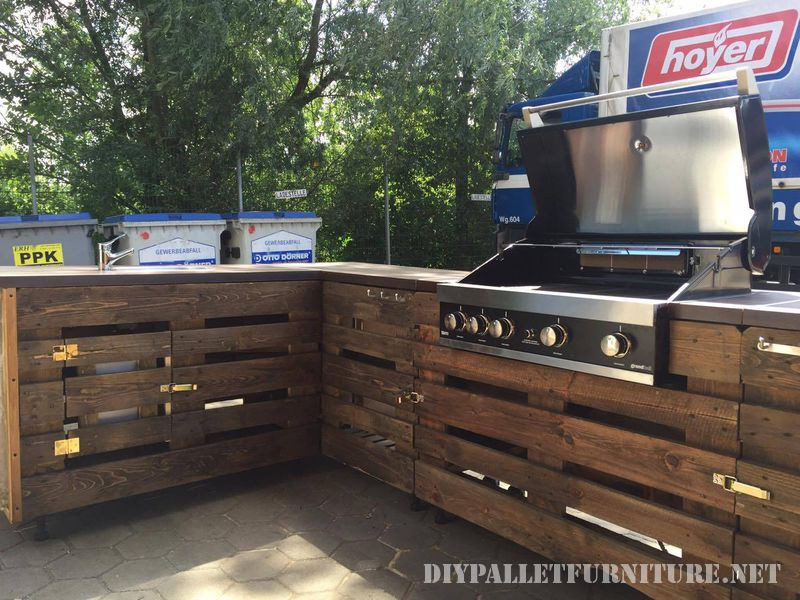 barbecue with palletsdiy pallet furniture diy pallet furniture. Black Bedroom Furniture Sets. Home Design Ideas