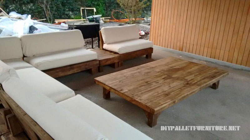 BBQ space furnished with pallets 3