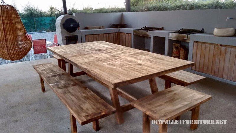 BBQ space furnished with pallets 4