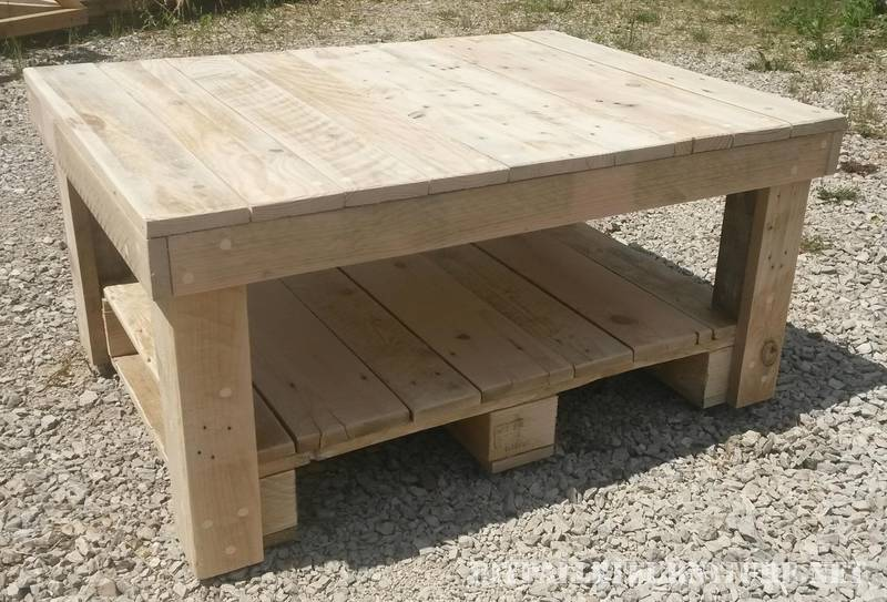 Coffee table with pallets 1