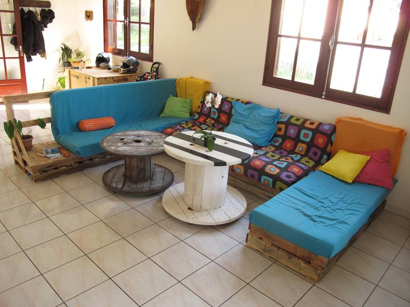 Easily lounge furnished with pallets 1