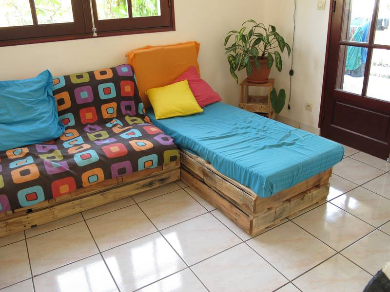 Easily lounge furnished with pallets 6