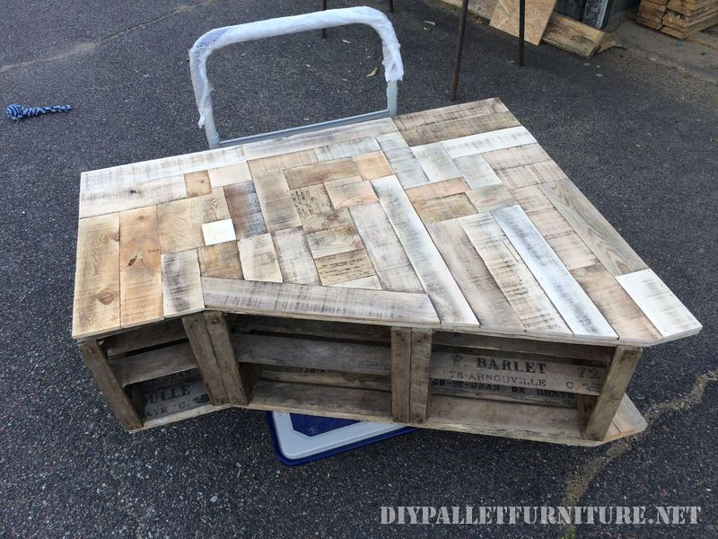 Furniture for the living room made with fruit boxes and pallet planks 1