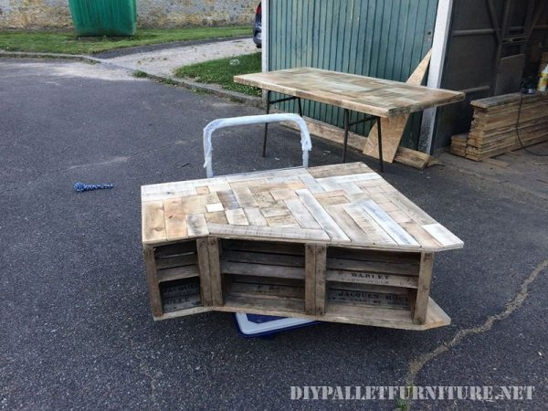 Furniture for the living room made with fruit boxes and pallet planks 2