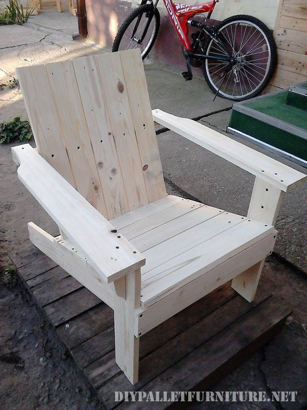 Garden chair with pallets 1