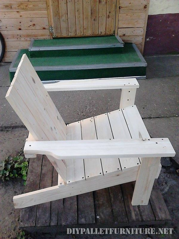 Garden chair with pallets 3