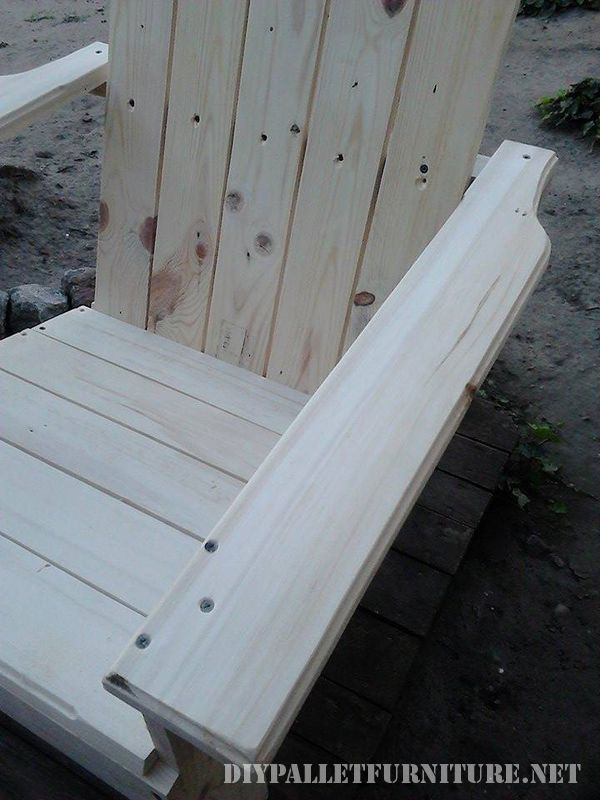 Garden chair with pallets 4