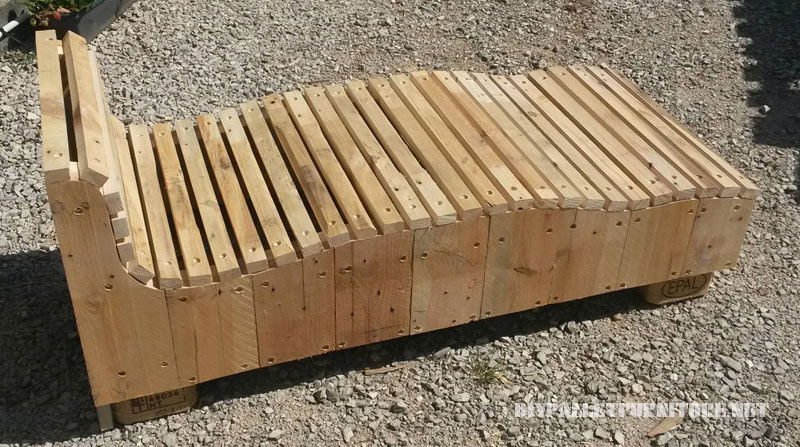 Great chill-out made with pallet planks 2