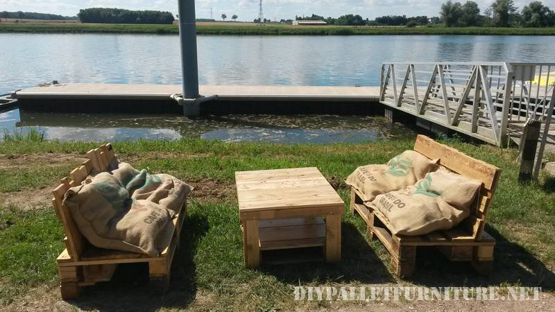 Outdoor sofas with pallets and bags 2