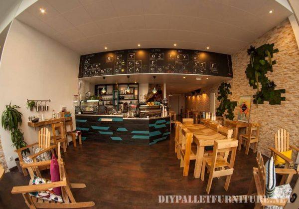 Pallets cafe 1