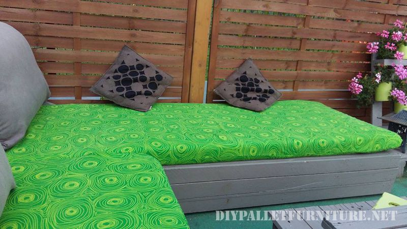 Patio furniture with pallets 2