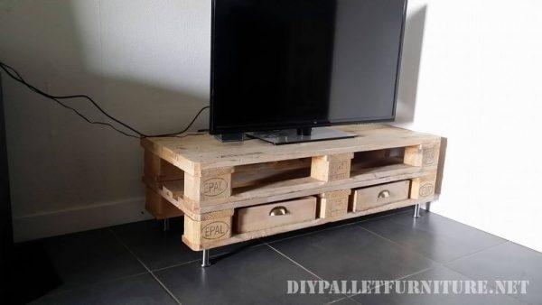 Pequeño mueble para el televisor 2