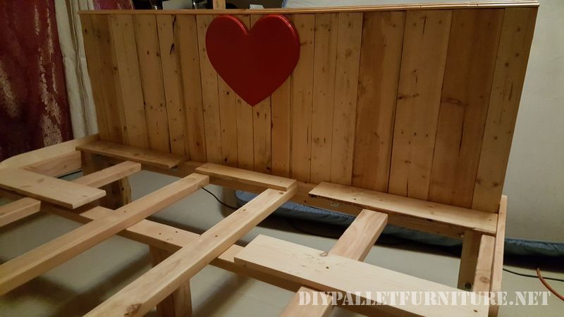Romantic bed made with pallets 3