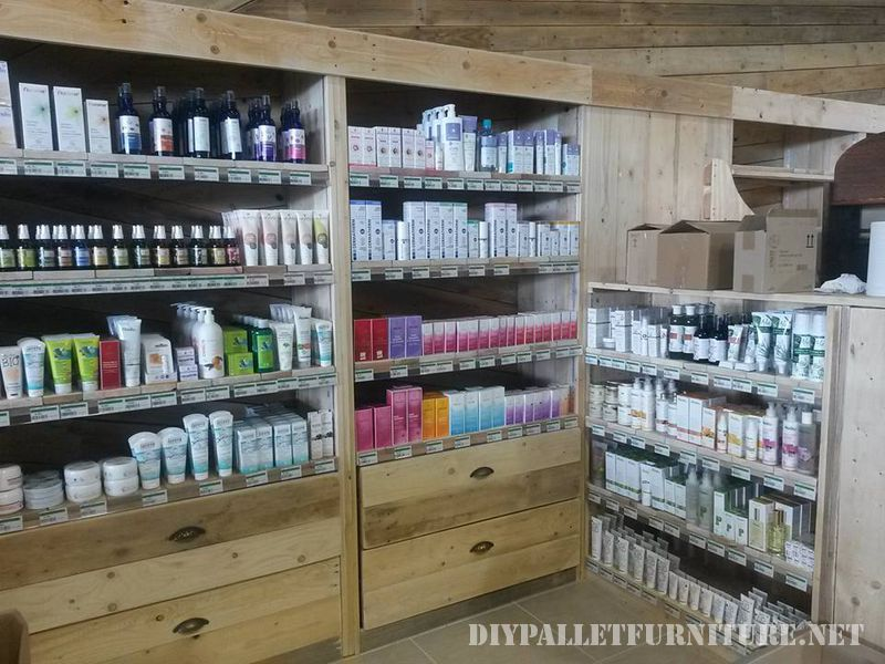 Shop furnished with pallets 1