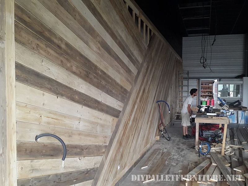 Shop furnished with pallets 2